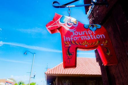 rood teken: Close up of a hanging red sign in the shaped of horse