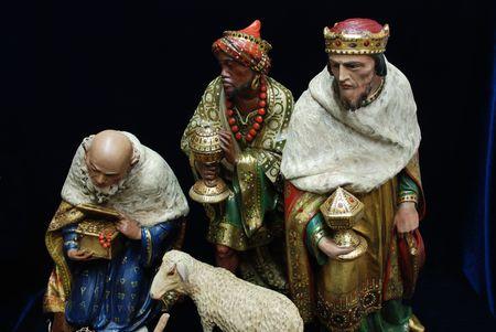 キリスト降誕の置物のアンティーク コレクションから 3 人の王