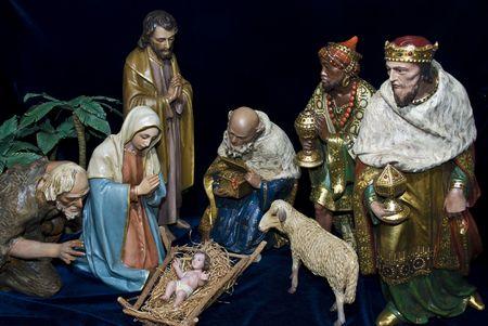 神聖な家族、賢明な男性 & 動物を含む完全なキリスト降誕のシーン