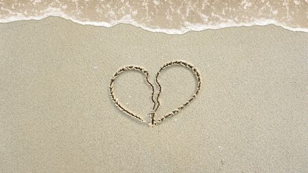 Symbol written in the sand on the beach Standard-Bild - 147298479