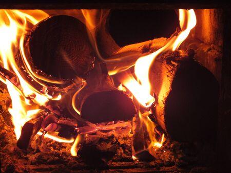 A nice fireplace burning the firewood. 版權商用圖片