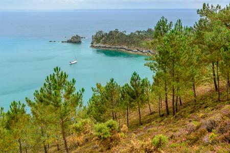 フィニスター ブルターニュ、フランスの崖からの海の景色の都市 写真素材