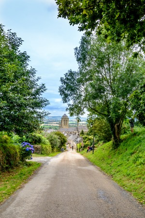 フィニスター、ブルターニュの豊か神聖な村