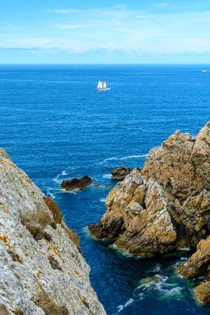 近くにはモルガ-シュル-メール、セーリングは、フランス、ブルターニュの海岸沿いの海