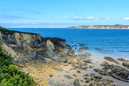 海近くにはモルガ、ブルターニュ フランスで湾の砂浜海岸 写真素材