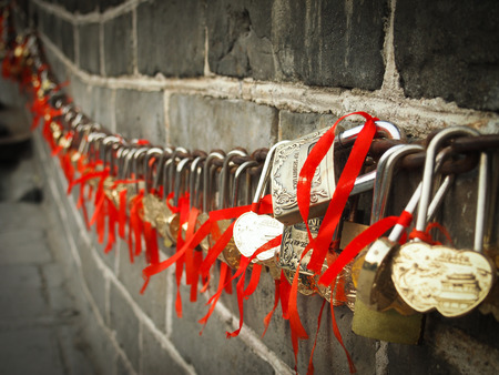 steep cliff sign: love lock great wall of china