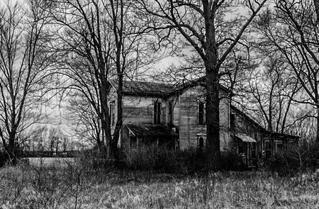An abandon, run down home somewhere in the middle if the heat land USA. Stockfoto