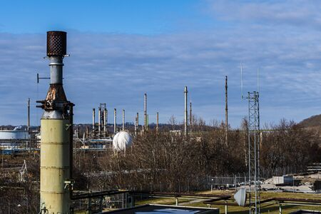This is an Oil refinery in Kentucky. It is located near the Ohio river. So much industry. Stockfoto