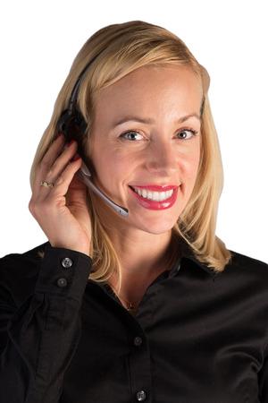 hands free: Un representante de servicio al cliente que ayuda a un cliente en el tel�fono Ella lleva un manos libres cabeza establecer hablando mientras teclea en el ordenador