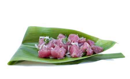 Poke (pronouced: Po-Kay)  is a raw fish salad served as an appetize in Hawaiian cuisine.  This one is made with Cubed Ahi (yellowfin tuna) sashimi marinated with Hawaiian sea salt, soy sauce, onion, sesame oil Standard-Bild