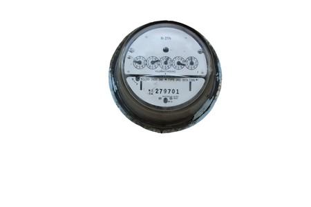 contador electrico: antiguo medidor el�ctrico aislado sobre fondo blanco