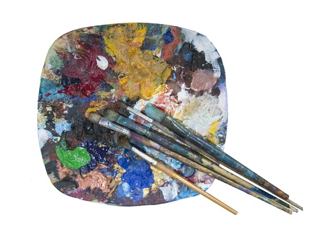 old dried paint and paint brushes on a plate being used as a mixing palette Standard-Bild