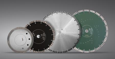 ダイヤモンドでディスクをカット-灰色の背景に分離コンクリート用ダイヤモンドディスク