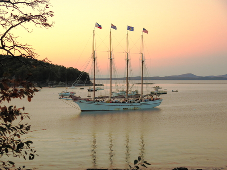 Sail ship in the distant waters in Bar Harbor ME Banco de Imagens