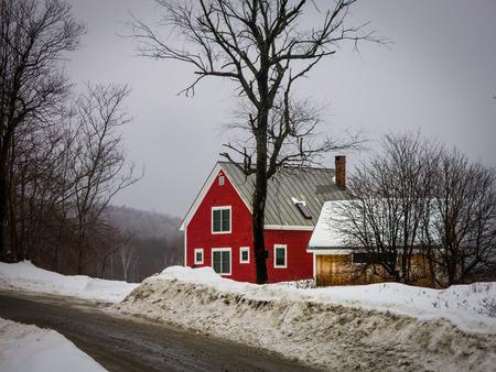 冬の小さな赤い家 写真素材