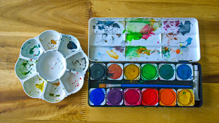 paintbox: Round plastic and Watercolor paints brushe
