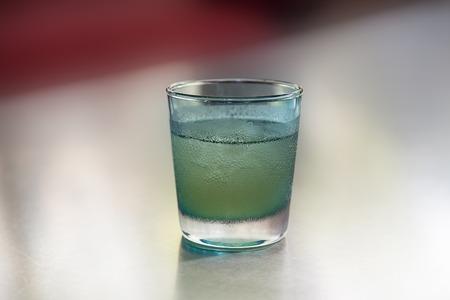 condensacion: condensación de agua en la superficie del vidrio en frío