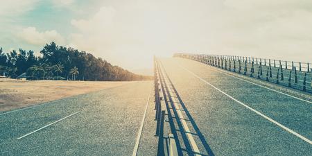 Weg naar de zon. Mooi geel gebied, Algemene routes en snelwegen het uitstekende stijl 3d teruggeven