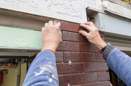 clinker tile: Ladrillo rojo se coloca y se procesa
