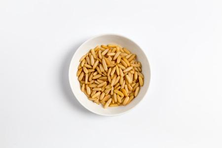 pignons de pin: Pine nuts in a bowl as Cut.