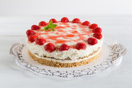 Kuchen Erdbeer Sahne Käse Auf Weißem Holz. Standard Bild   30118711