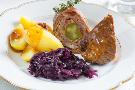 roulade: Roulade of beef with potatoes and red cabbage.