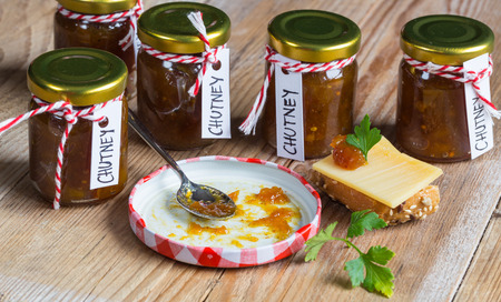 Onion pineapple chutney on rustic wood. Standard-Bild