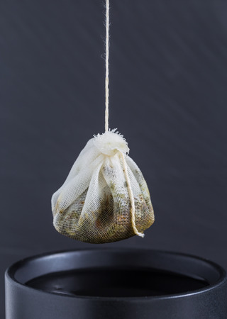 purring: Tea bag is hung in a cup.