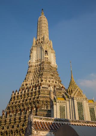 wat arun: Wat Arun temple in Bangkok Thailand.