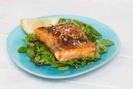 sel: Fried salmon fillet with fleur de sel on mixed salad.