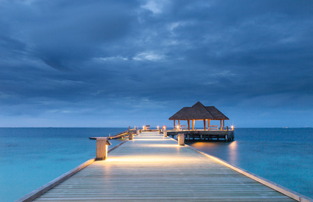 Pier into the ocean Raa Atoll Island Maldives. Banco de Imagens