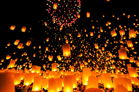 hot asian: Летающий фонарик неба на Yeepeng фестиваля, тайский Ланна традиция религия в Чиангмай Thailan