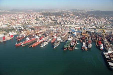 イスタンブールのペンディック トゥズラ (イスタンブール) の造船所