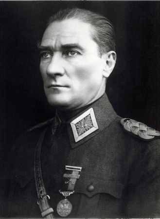the statesman: Ataturk, Soldier, Commander