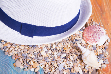 Preparing for vacation, travel or journey. Travel planning. A hat on colorfull wooden background.  top view 스톡 콘텐츠
