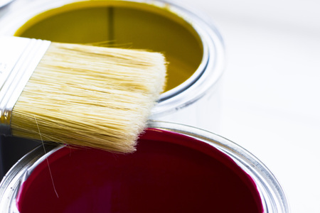 House renovation concept, colorfull paint cans and paintbrushes on wooden background top view Standard-Bild - 115543311