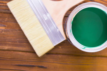 House renovation concept, colorfull paint cans and paintbrushes on dark wooden background top view Standard-Bild - 115543313