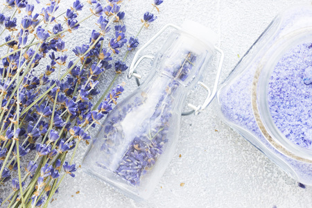 Spa and wellness setting with lavender flowers, sea salt, oil in a bottle, aroma candle on wooden white background closeup 스톡 콘텐츠 - 122691726
