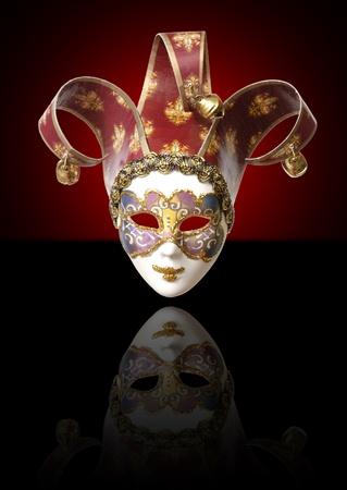 giullare: Una maschera veneziana su sfondo nero