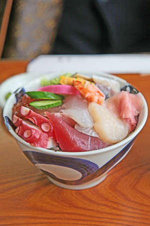 susi: Japanese food, shellfish, susi, grilled eel on rice, onion, sauce condiments  Stock Photo