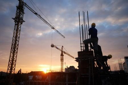 ingenieria industrial: silueta de la construcci�n del edificio no est� terminado.