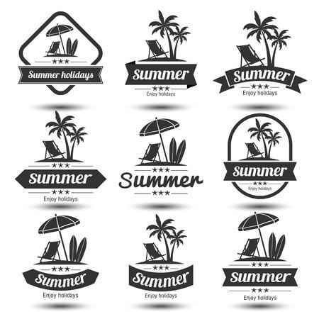 spiaggia: set Estate elementi di design vacanze. Retro e modelli d'epoca. Etichette, scudetti, emblema, illustrazione vettoriale