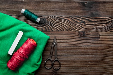 tools for sewing for hobby set on wooden background top view mock up Stockfoto
