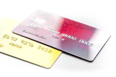 Betalingssamenstelling met bedrijfscreditcards bij de witte achtergrond van het bureauwerkplek dichte omhooggaand