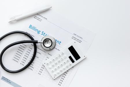Abrechnung für für medizinischen Dienst in Ärzte Büro Hintergrund Draufsicht Mock up