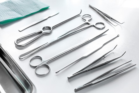 Medical instruments for plastic surgery on white backgrond top view copyspace. Banque d'images