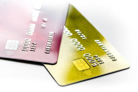 Creditcards voor zakelijke betalingen voor werk op witte office bureau achtergrond close-up Stockfoto - 80607237