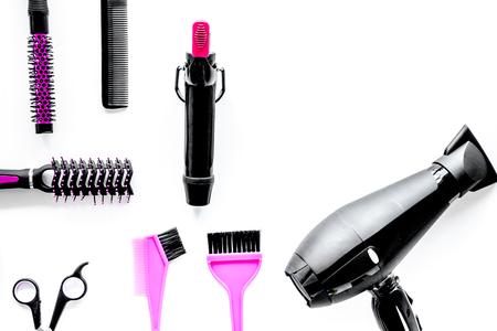흰색 배경 상위 뷰 합성에 미용 도구를 hairdressing.