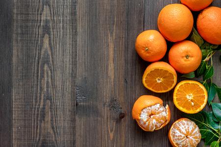 Citrus concept. Fresh oranges on wooden table background top view. Banco de Imagens - 81928219