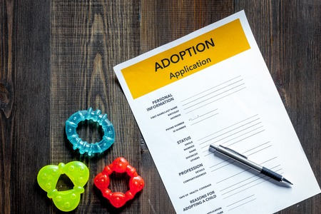 Adoption application on wooden table background top view. 版權商用圖片 - 83658000